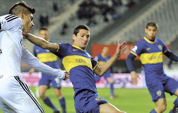 Adentro. Burdisso cumplió la suspensión tras su expulsión ante Estudiantes.