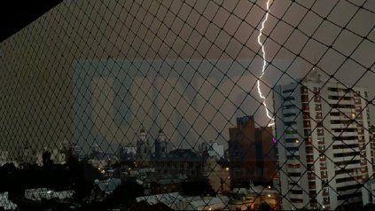 Rayos, truenos y lluvia llegaron a la capital entrerriana