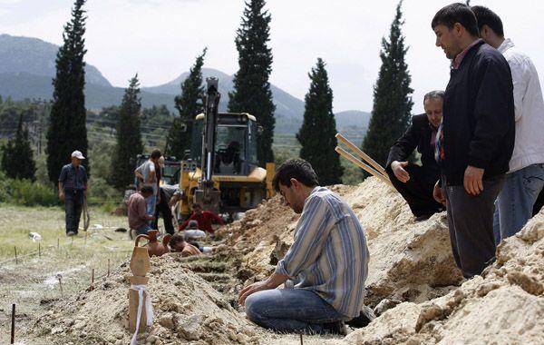 Los trabajos de rescate continuaban intensamente hoy tras la tragedia. (Foto: Reuters)