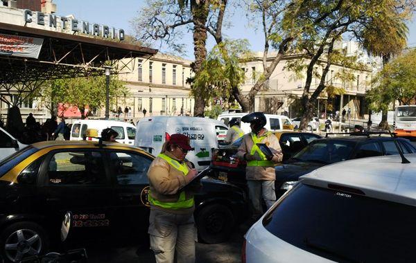 En la última semana también se retuvieron 31 licencias por estacionamiento en doble fila.