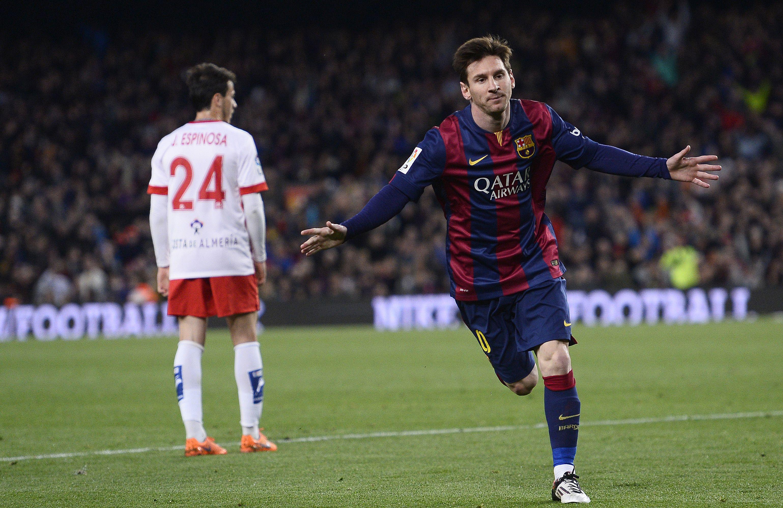 A la red. El rosarino inicia el festejo tras marcar el primer gol de los catalanes.