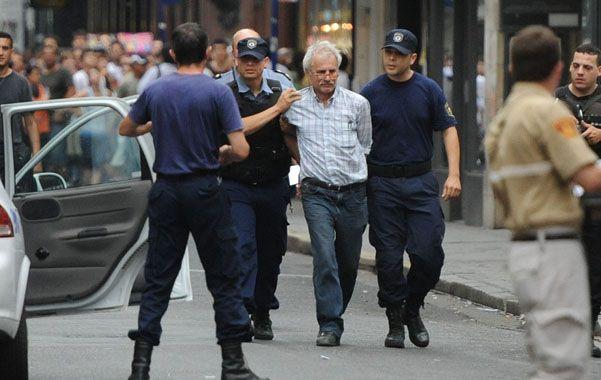 en el decano. El documentalista Carlos Alberto Serbali fue detenido la tarde del viernes 29 de noviembre de 2011.