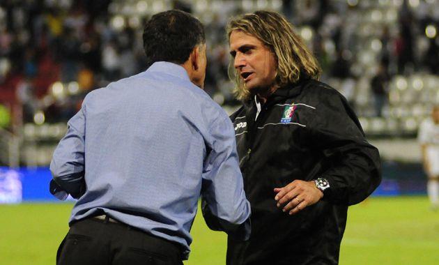 Angel Guillermo Hoyos es uno de los candidatos a dirigir Newells que ayer se reunió con las autoridades del club.