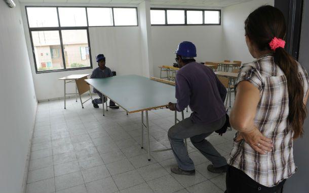Todo nuevo. El flamante mobiliario se instaló con ayuda de la comunidad. (Foto: F. Guillén)