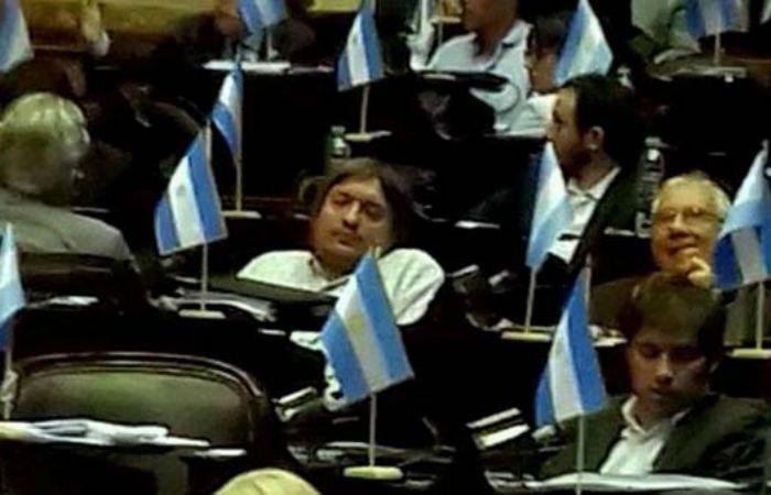 La inoportuna siesta de los legisladores del Frente ara la Victoria.