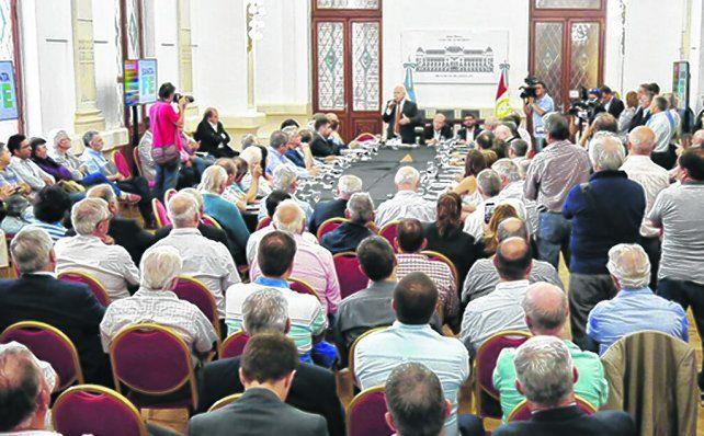 movida provincial. El gobernador Lifschitz se reunió con las entidades y acordaron reclamar al gobierno y al Congreso.