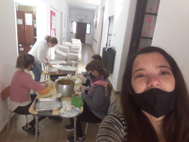 En jaque por la pandemia, las maestras jardineras venden alimentos para subsistir