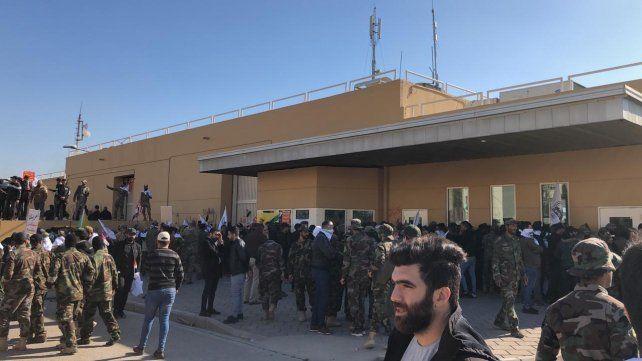 Seguidores de una milicia iraquí atacan la embajada de Estados Unidos