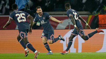 Lionel Messi festeja el primer gol del París Saint Germain.