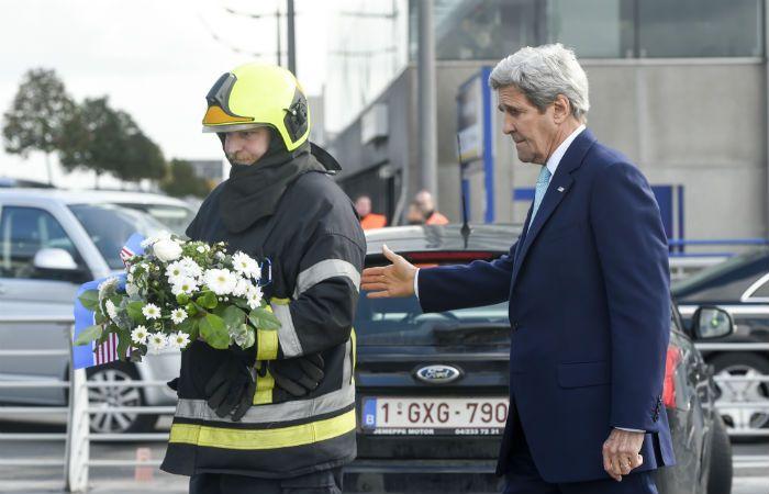 Visita. El secretario de Estado de EEUU respaldó a las autoridades belgas.