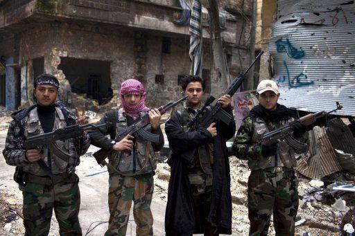 El joven Samir Qutaini sigue soñando con ser futbolista pero hoy lucha con los rebeldes contra el régimen de Bashar al Asad.(Foto: AFP)
