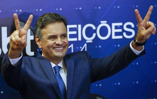 sube. El líder opositor Aécio Neves durante la campaña presidencial del año pasado.