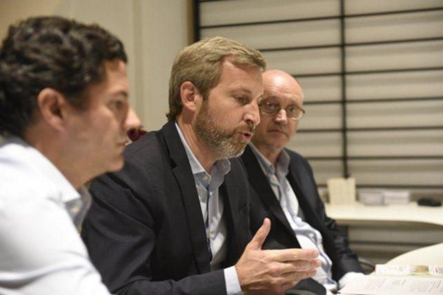Frigerio abrió la campaña en Rosario acompañado por los precandidatos a diputado Albor Cantard y Luciano Laspina.