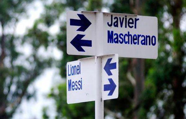 Esquina de Lionel Messi y Javier Mascherano.