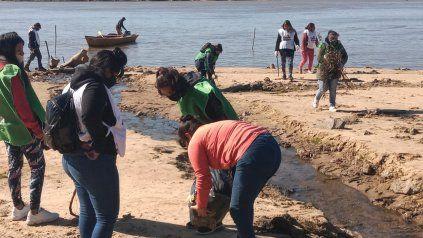 Recolectan cerca de 80 kilos de basura del lecho del Paraná en la zona de La Florida