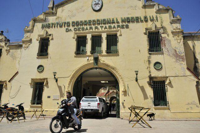La denuncia involucra a ex funcionarios del Servicio Penitenciario y a vehículos oficiales y sus choferes.