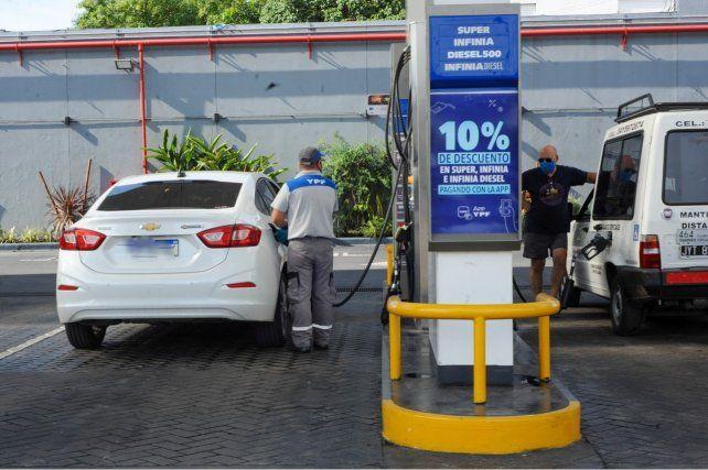 YPF lanza descuentos del 15% para personal educativo en la carga de combustibles