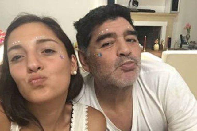 selfie-jana-en-la-foto-junto-diego-dalma-y-giannina-son-las-tres-hijas-mujeres-reconocidas