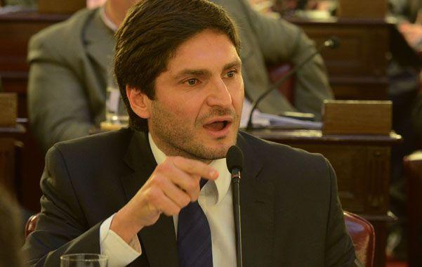 Aval. El diputado Pullaro salió en defensa del intendente de Armstrong.