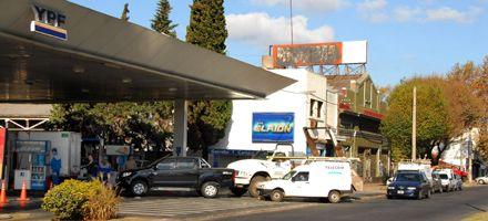 Mañana paran los camioneros que reparten combustible de YPF