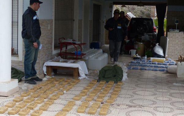 En Funes. Zacarías tenía una cocina donde hallaron 300 kilos de pasta base.