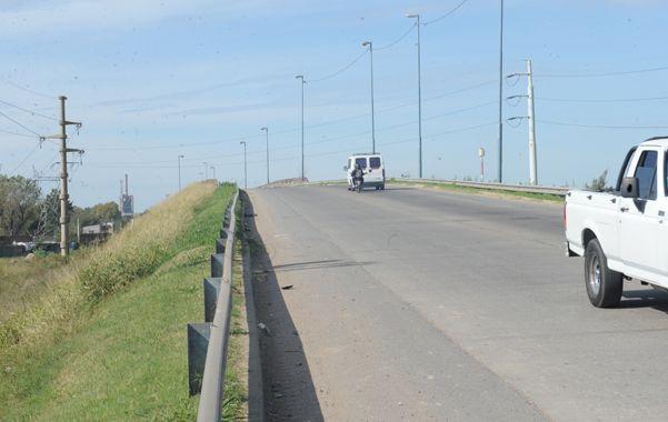 Puente de Sorrento. Ayer a las 8 dos policías fueron asaltados cuando iban en una moto a prestar un adicional.