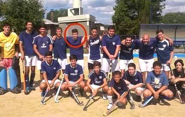 recuerdo. El plantel del Porteño Atlético Club de Hockey y el círculo sobre la silueta de Emiliano López Yauck.