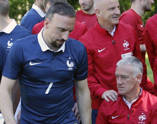 Todo mal. La cara de Ribery lo dice todo. Deschamps quedó golpeado.