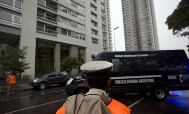 Los custodios de la policía federal esperaban al fiscal el domingo a las 11