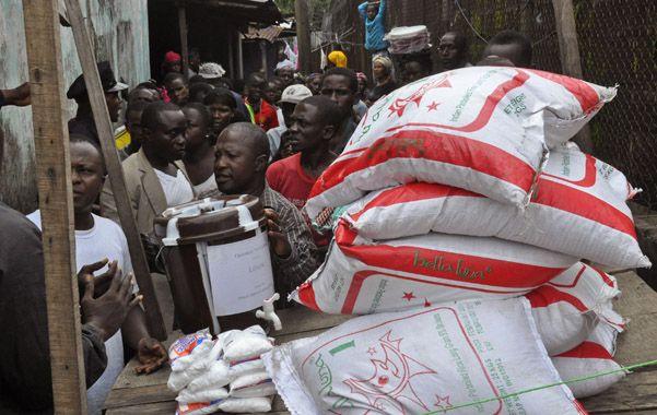 La lucha contra el ébola es caótica e inadecuada