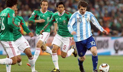 Del Bosque cree que Messi merecía el Balón de Oro más que Forlán