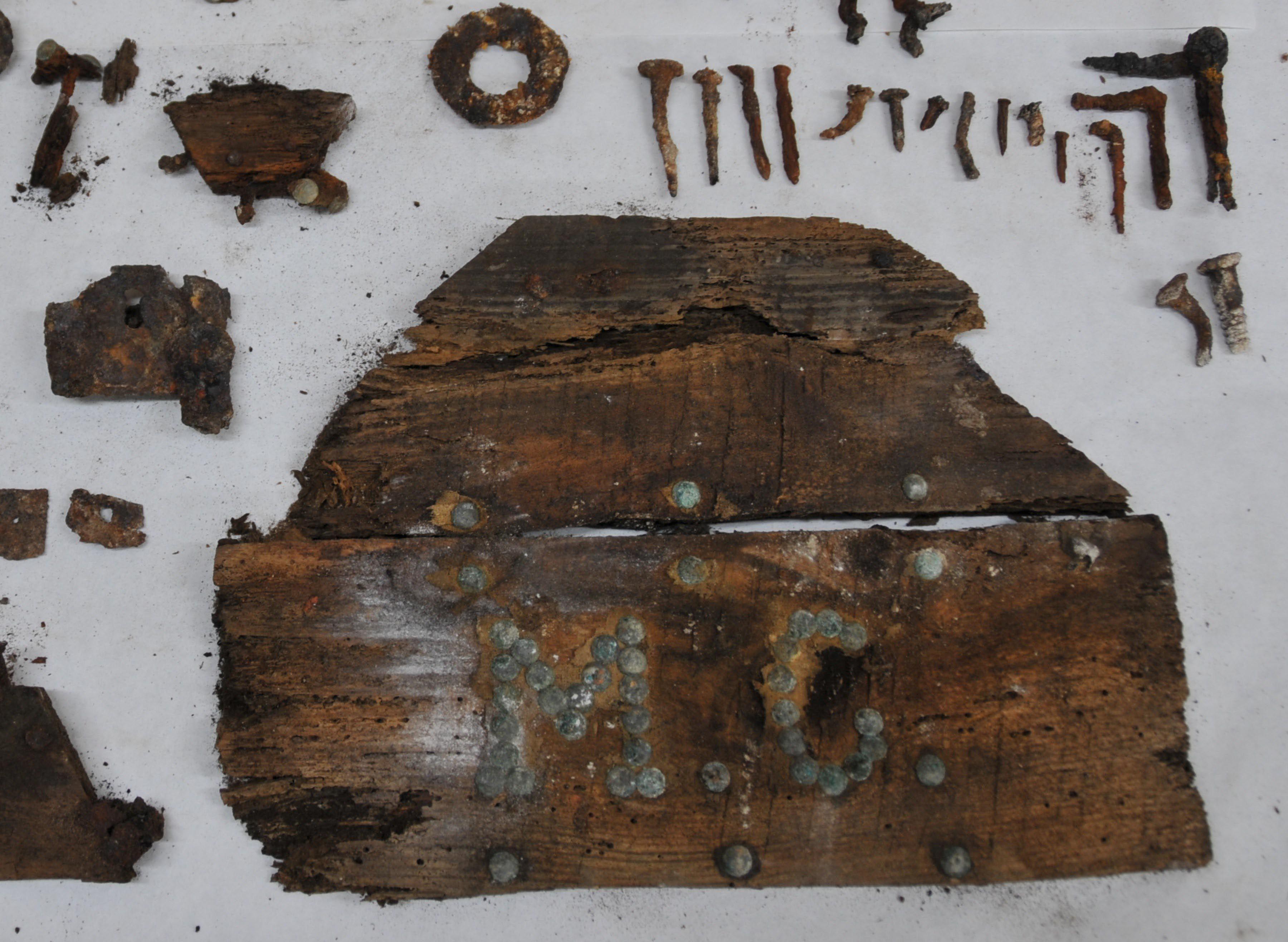 Las iniciales de Miguel de Cervantes en la tapa del ataúd