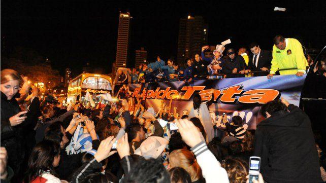 La caravana al Monumento a la Bandera fue la expresión más clara de la euforia del Mundial 2010