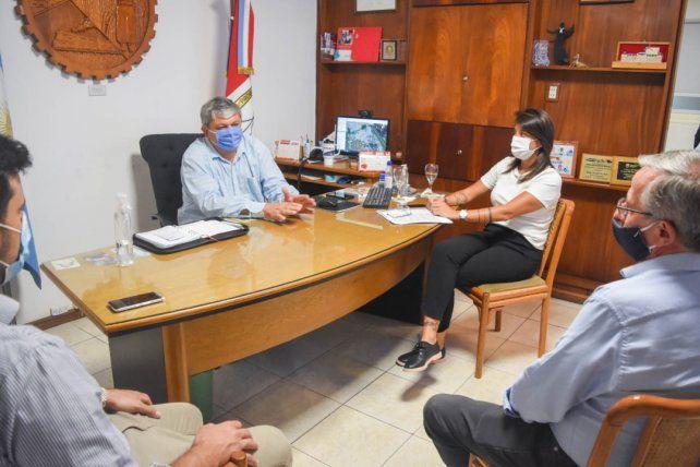 Encuentro. El intendente Alberto Ricci y el secretario de Transporte de la provincia
