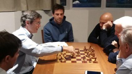 Todas las semanas se dictan clases de ajedrez en La Dulce