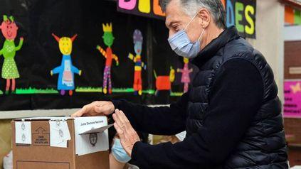 El ex presidente Mauricio Macri votó en una escuela de Palermo y se mostró expectante por los resultados en su espacio político.