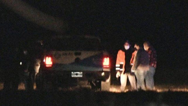 El cuerpo del paracaidista quedó tendido en la pista del aeropuerto de Santiago del Estero.