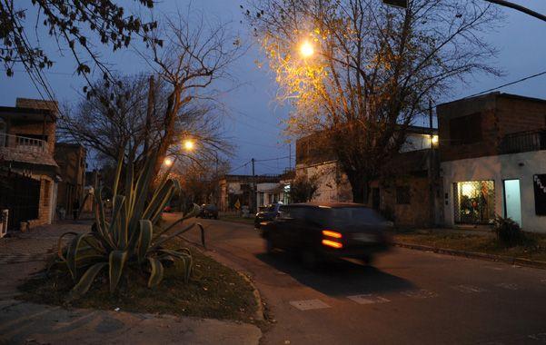 En la calle. Ariel Herrera cayó muerto cerca de su casa de Matienzo y Pellegrini. El hecho ocurrió en enero de 2012. (foto: Héctor Rio)
