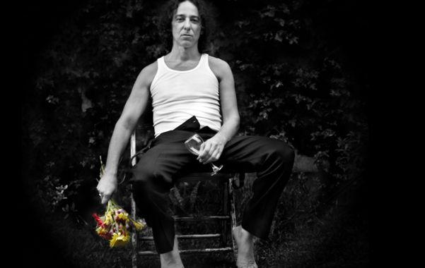 El cantante presenta hoy La vida es afano en Empleados de Comercio.  La historia detrás de un disco de música ciudadana con ADN rockero.