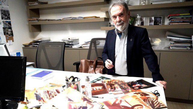Hugo Salguero es escenógrafo y fue vidrierista de la tienda La Favorita.