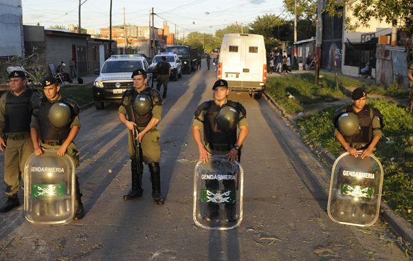 Escudos. Gendarmería en acción en Dr. Riva y Oroño.