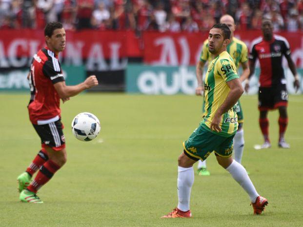 Maxi Rodríguez gozó de dos ocasiones claras para convertir pero chocó contra Matías Vega