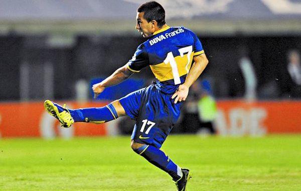 Acosta volvió a entrenar con el plantel de Boca en Tandil.