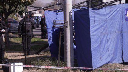 La escena del crimen fue protegida por la policía.