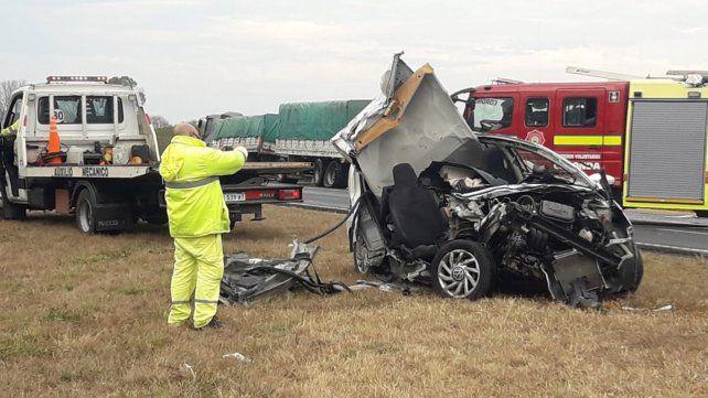 El VW UP quedó totalmente destrozado tras impactar contra un camión Iveco 320.