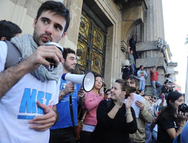 Estudiantes secundarios y terciarios se sumaron a la protesta de los docentes en una marcha realizada el 27 de mayo pasado