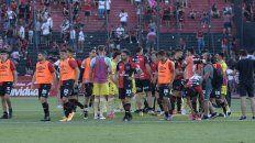 Mal momento. Newell's no pudo con Aldosivi y Nacho sufre junto a sus compañeros en la salida del Coloso.