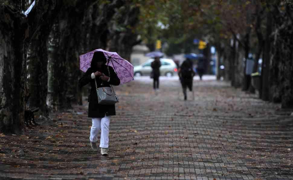 La semana arrancó en la región con tiempo lluvioso y el frío que amenaza con volver. (Foto: H.Rio)