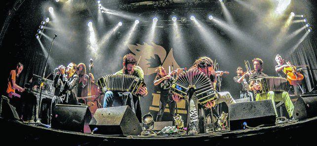 origen. La orquesta se formó en 2001 con el sello de la autogestión. Ya participaron como invitados en importantes festivales nacionales e internacionales.