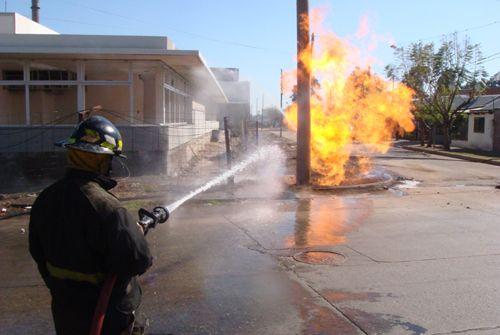 Tras la fuga de gas y el incendio, la calma retorna al barrio Acindar